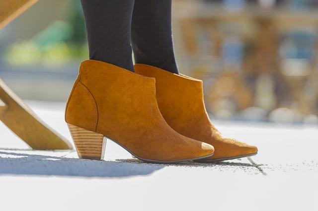 スウェード地のブーツ