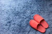 絨毯とスリッパ