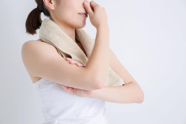 UVカット加工の服は洗濯しても効果は続く?ユニクロ製品のお手入れ方法を解説