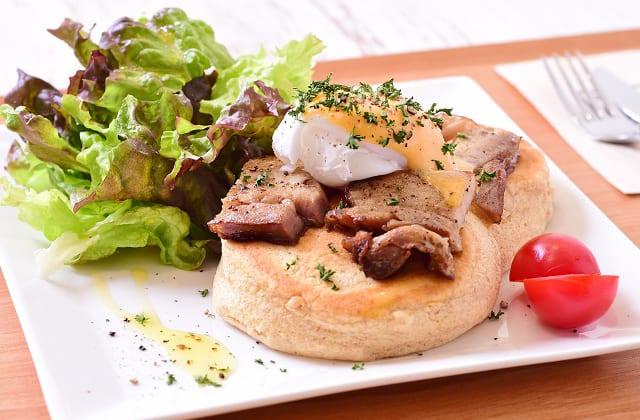 ニノーバルウォッシュカフェのエッグベネディクト