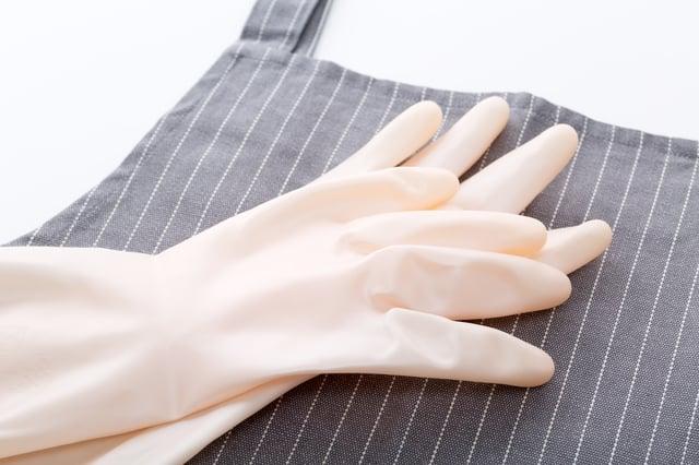ゴム手袋とエプロン