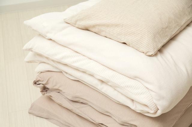 畳まれた布団