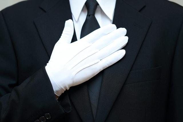 礼服を着た男性