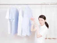 消臭スプレーを使いすぎるとシミになる?シミになりやすい服や原因を解説