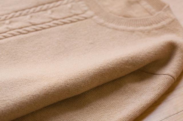 茶色いセーター