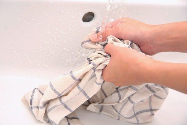 手洗いされる衣服