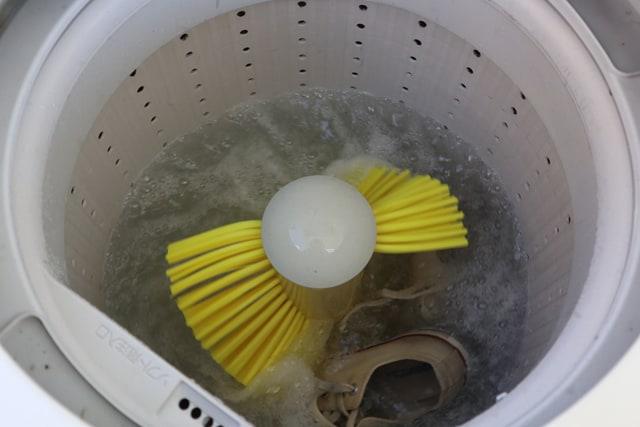 雨の日の洗濯、コインランドリーを使って衣類の生乾き臭を防ぐ方法