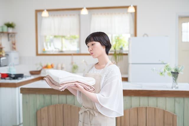 洗濯に疑問を持つ女性
